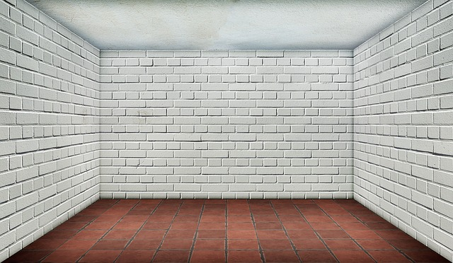 Photo of an empty room with white walls