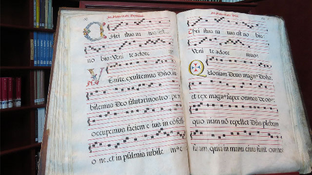Image of a Latin Hymn Bible