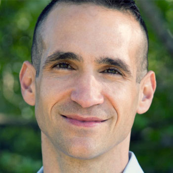 Portrait of Nir Eyal for Magnetic Memory Method Podcast