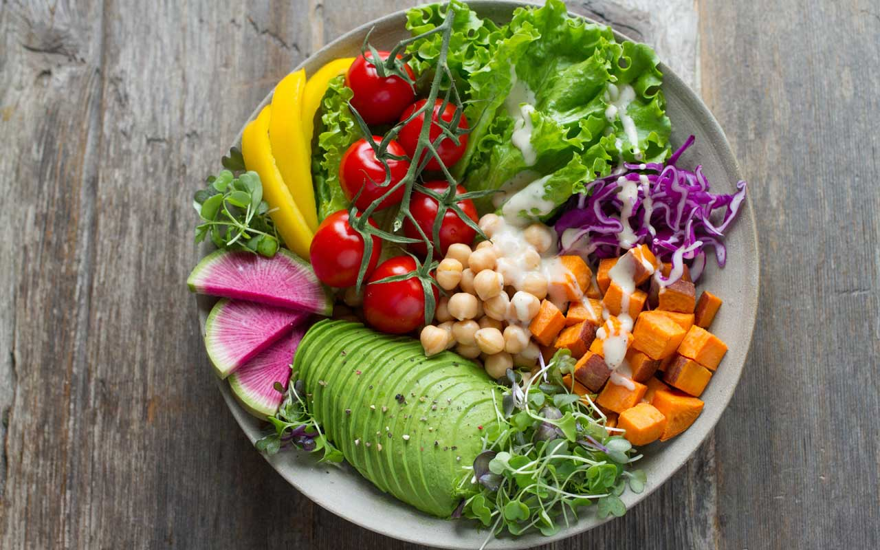 A plate full of healthy vegetables and chickpeas, part of a healthy memory-boosting diet.