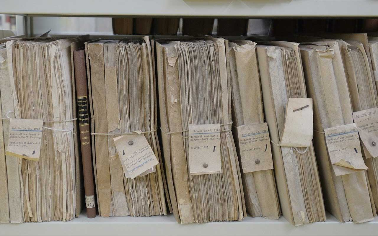 A filing system for papers, much like aspects of your working memory.