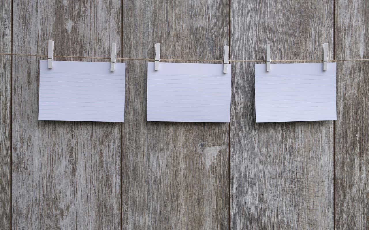 Three blank index cards hung on a piece of string with clothespins, a visual representation of the kind of chunking discussed here.