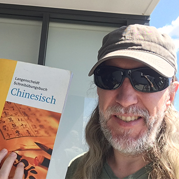 Anthony Metivier with Chinese textbook feature image for how to learn Chinese article