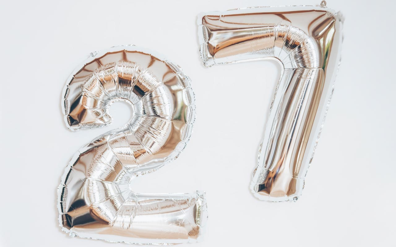 Two metallic inflated balloons: a 2 and a 7. The techniques in this post will teach you how to remember the 27 amendments.