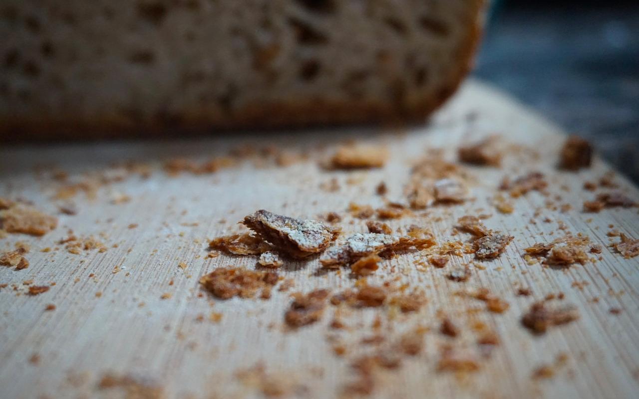 bread crumbles