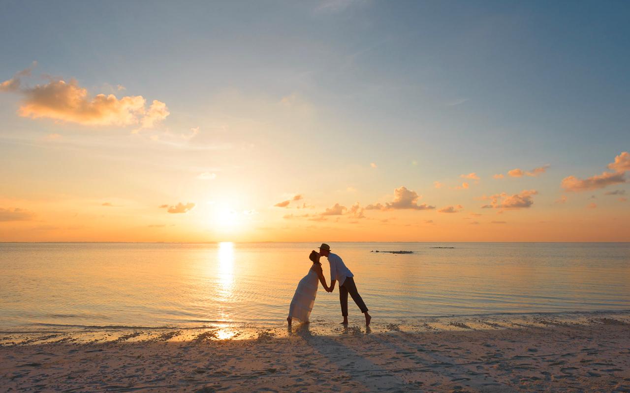a kiss on a beach